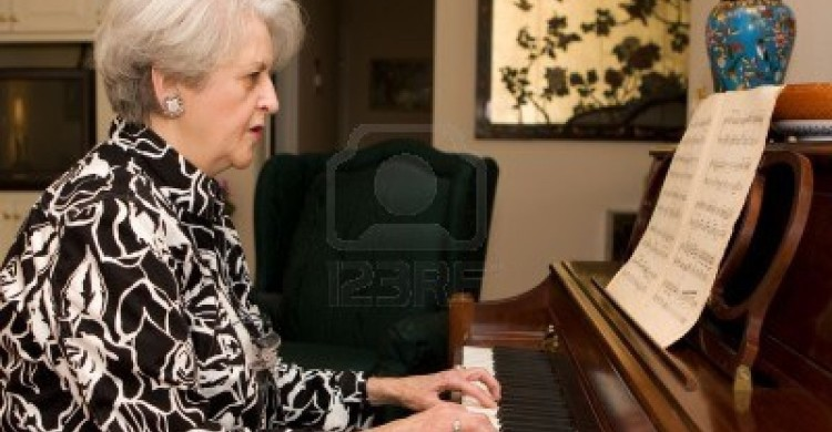 senior-adult-woman-in-active-retirement-living-plays-the-piano-in-her-home